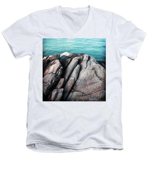 Ko Samet Rocks Men's V-Neck T-Shirt