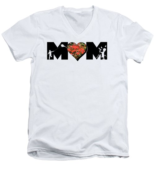 Little Girl And Boy Silhouette In Mom Big Letter With Cluster Of Red Roses In Heart Men's V-Neck T-Shirt