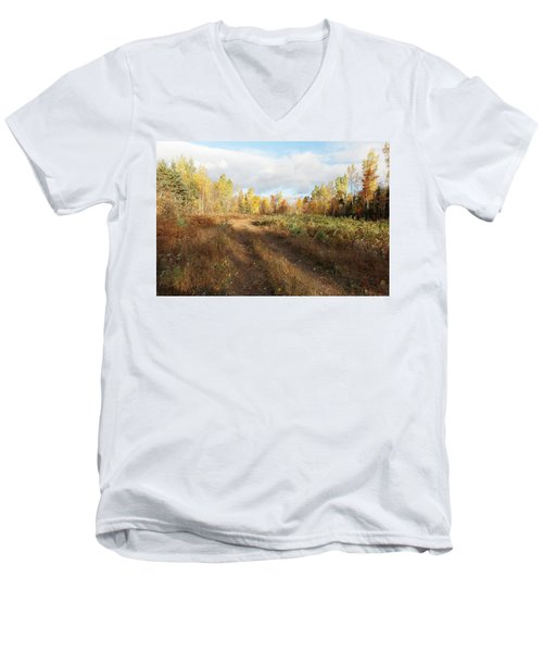 Maine Wilderness Color Men's V-Neck T-Shirt