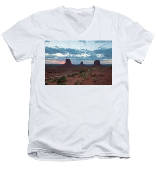 Monument Valley Before Sunrise Men's V-Neck T-Shirt