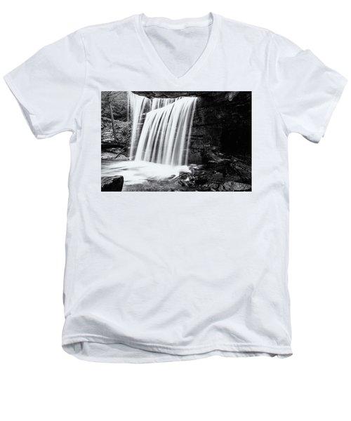 No Name Men's V-Neck T-Shirt