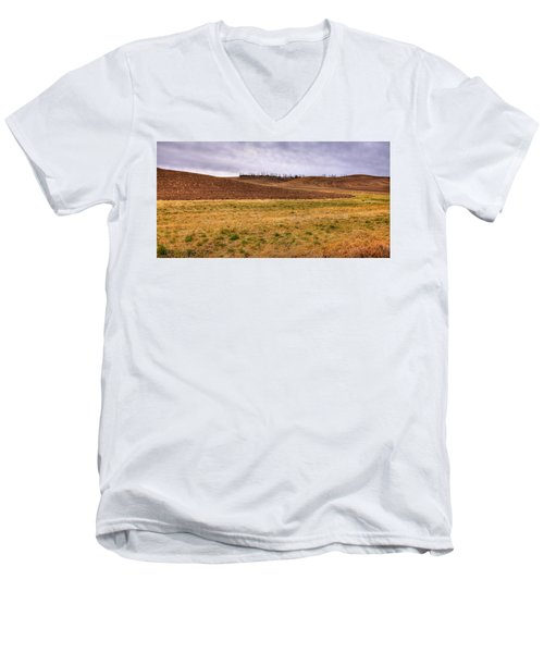 Men's V-Neck T-Shirt featuring the photograph Palouse Farmland by David Patterson