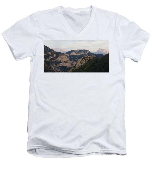 Pena Montanesa  Men's V-Neck T-Shirt