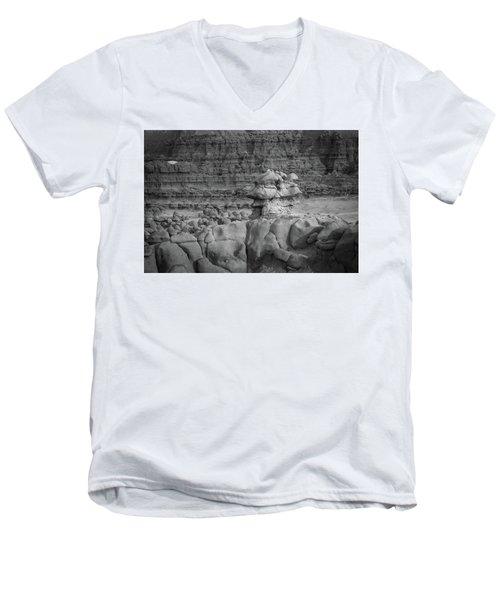 Rocky Desert Formation Men's V-Neck T-Shirt