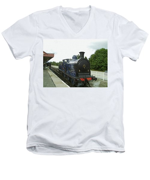 Scotland. Aviemore. Strathspey Railway. Men's V-Neck T-Shirt