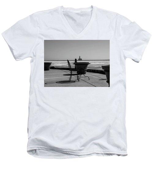 Table For One Bw Men's V-Neck T-Shirt