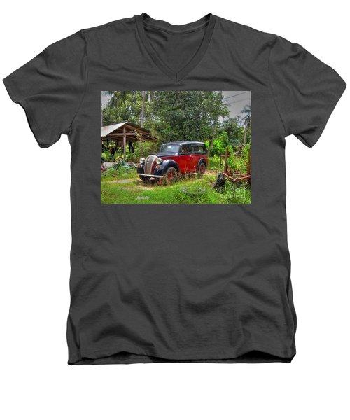 English Cab Men's V-Neck T-Shirt