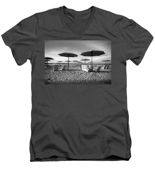 Umbrellas On The Beach Men's V-Neck T-Shirt