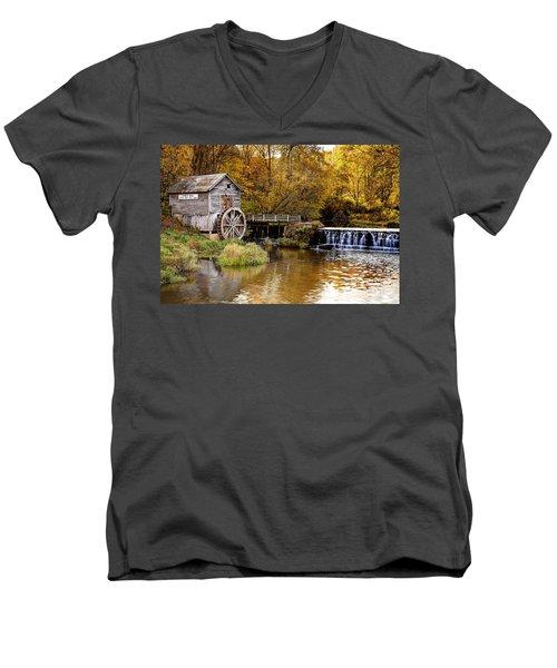 0722 Hyde's Mill Men's V-Neck T-Shirt by Steve Sturgill