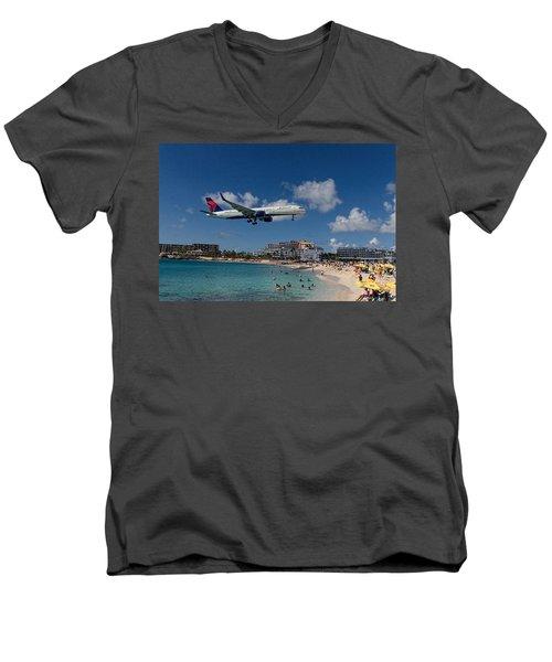 Delta Air Lines Landing At St Maarten Men's V-Neck T-Shirt