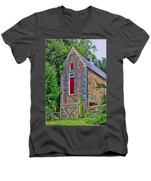 Guernsey Barn Men's V-Neck T-Shirt