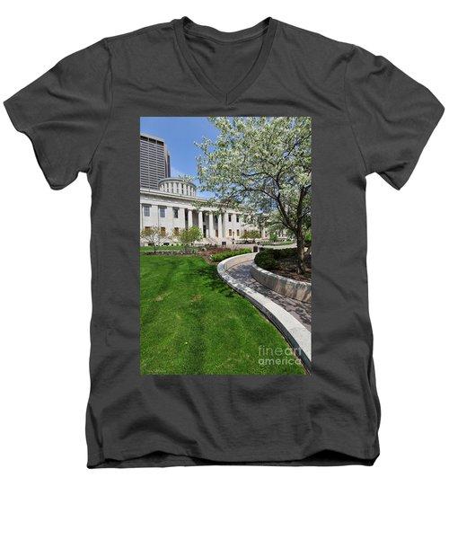 D13l-145 Ohio Statehouse Photo Men's V-Neck T-Shirt