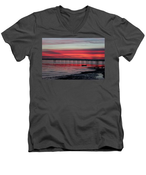 Southend Pier Sunset Men's V-Neck T-Shirt