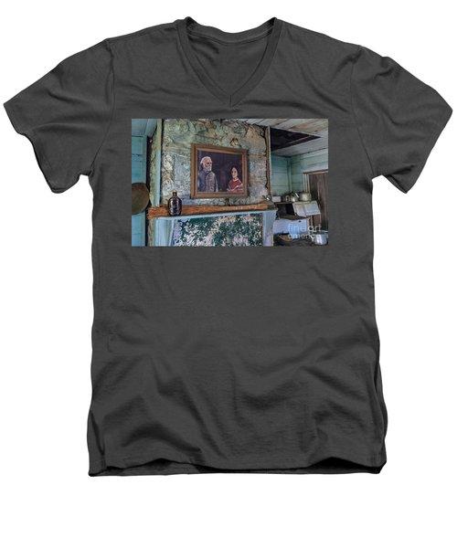 General Robert E. Lee Men's V-Neck T-Shirt