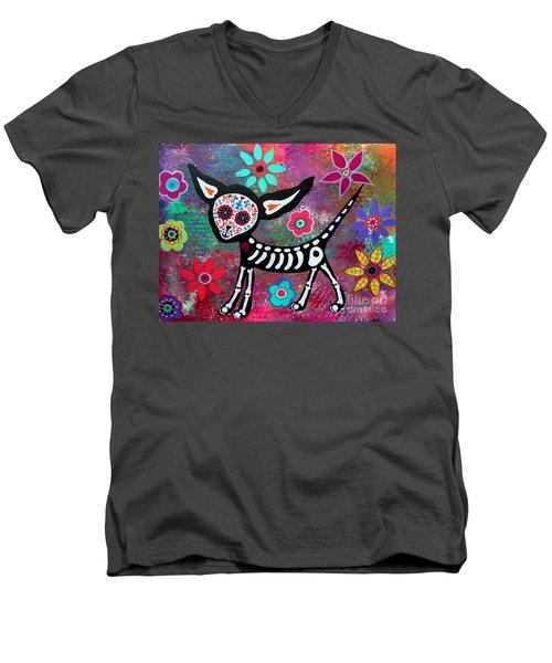 Chihuahua Dia De Los Muertos Men's V-Neck T-Shirt