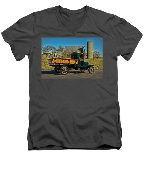 1923 Ford Model Tt One Ton Truck Men's V-Neck T-Shirt