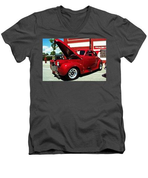 1940 Chevy Men's V-Neck T-Shirt