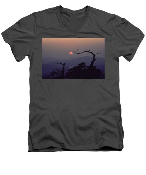 Tree And Sun From Mt Scott Men's V-Neck T-Shirt