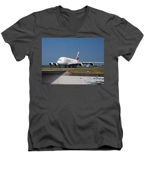 Emirates Airbus A380 Men's V-Neck T-Shirt