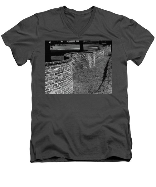 A Serpentine Brick Wall Men's V-Neck T-Shirt