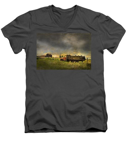 Abandoned Farm Truck Men's V-Neck T-Shirt