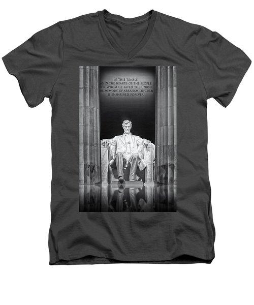 Abraham Lincoln Memorial Men's V-Neck T-Shirt