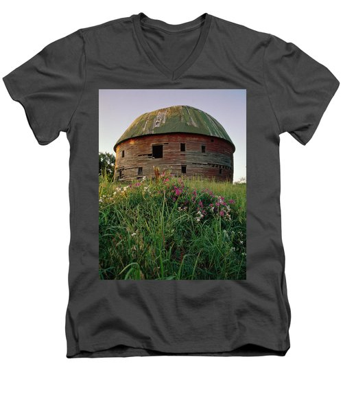 Arcadia Round Barn And Wildflowers Men's V-Neck T-Shirt