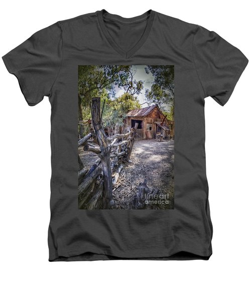 Aussie Farm Men's V-Neck T-Shirt