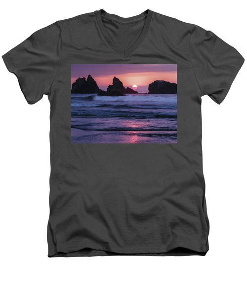 Bandon Beach Sunset Men's V-Neck T-Shirt