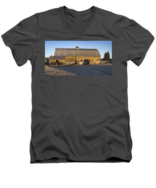 Barn In Rural Washington Men's V-Neck T-Shirt