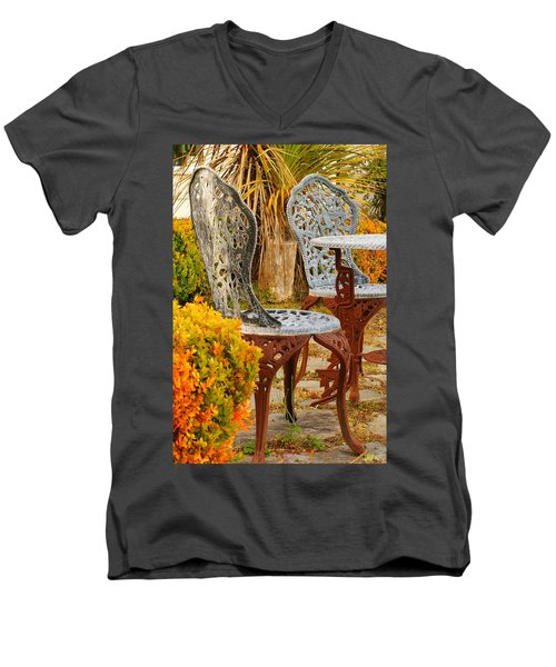 Bistro Table-color Men's V-Neck T-Shirt