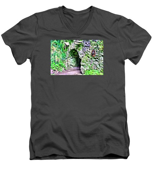 Blarney Cave Men's V-Neck T-Shirt