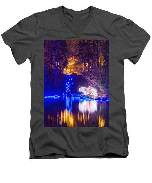 Blue River - Crop Men's V-Neck T-Shirt