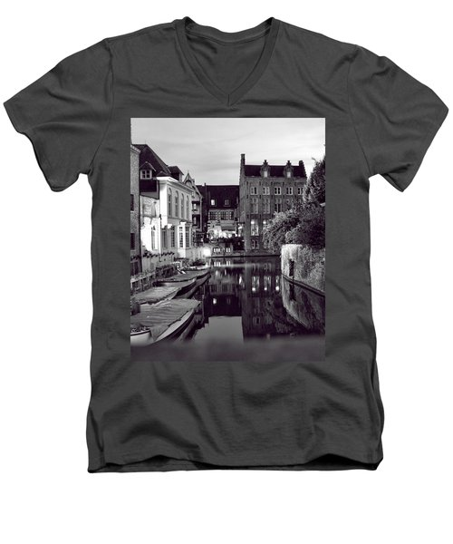 Bruges Canal In Black And White Men's V-Neck T-Shirt