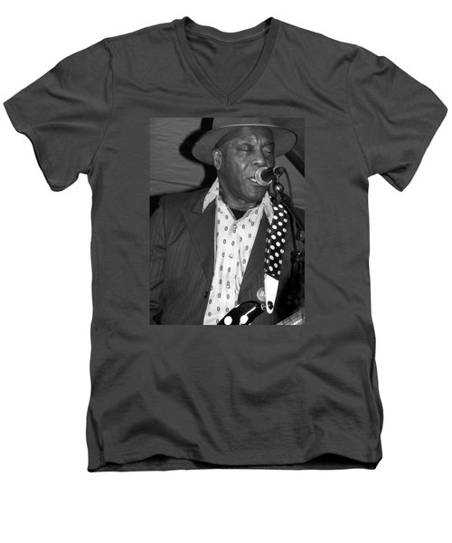Buddy Guy Sings The Blues Men's V-Neck T-Shirt