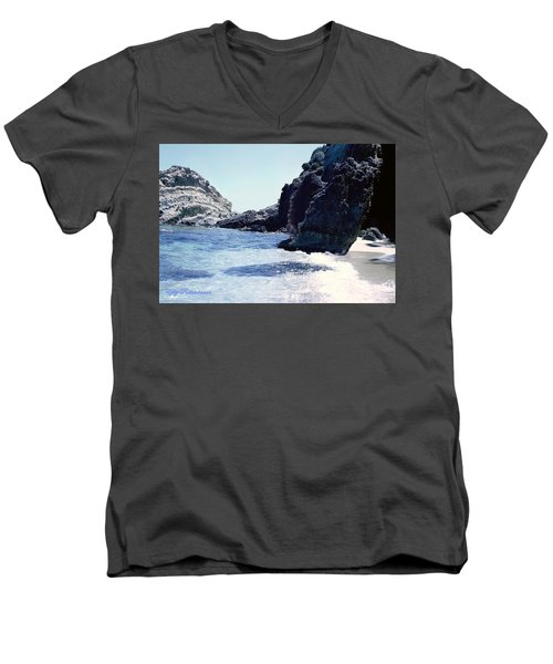 Calming Waves Men's V-Neck T-Shirt