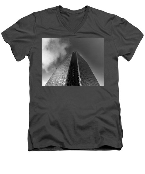 Canary Wharf London 3 Men's V-Neck T-Shirt