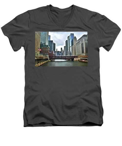 Chicago River And City Men's V-Neck T-Shirt