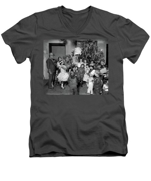 Men's V-Neck T-Shirt featuring the photograph Christmas, 1925 by Granger
