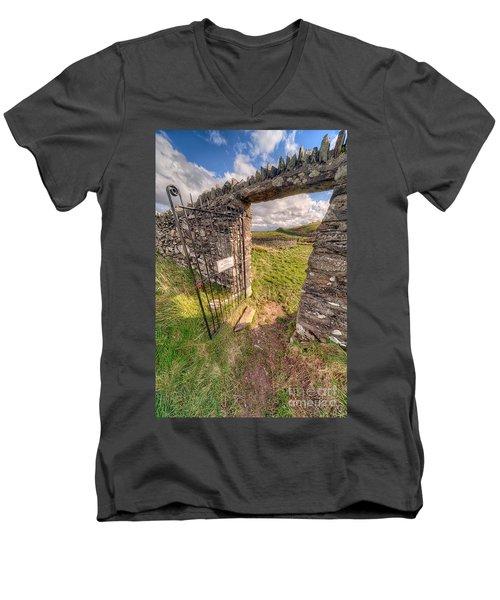 Church Gate Men's V-Neck T-Shirt