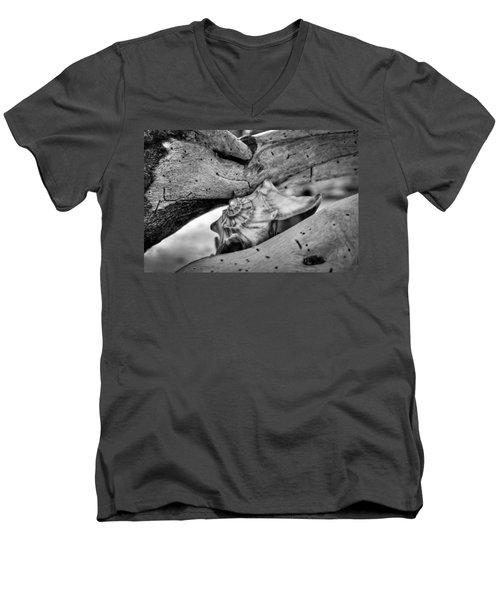 Conch Shell One Men's V-Neck T-Shirt