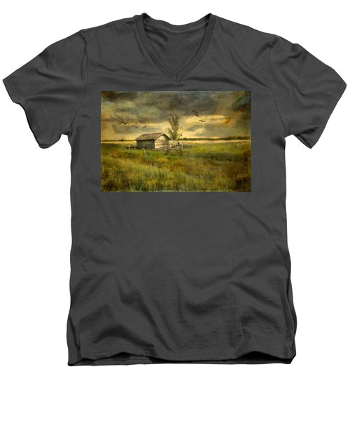 Country Life Men's V-Neck T-Shirt