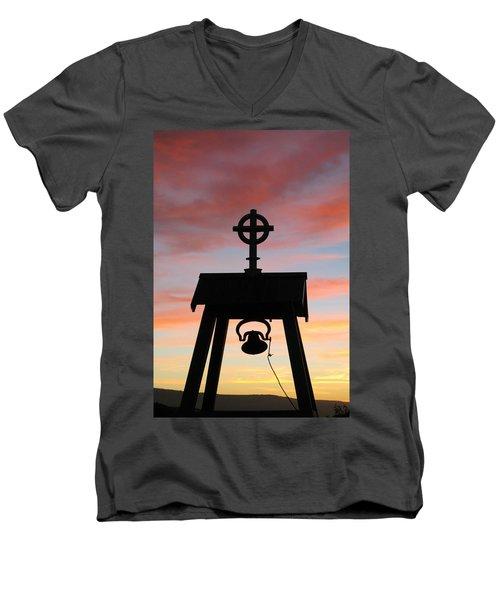 Cove Oregon Men's V-Neck T-Shirt
