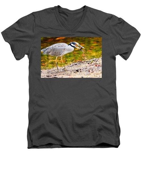 Crabbing In Florida Men's V-Neck T-Shirt