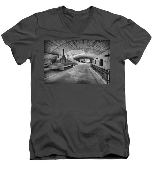 Curves Men's V-Neck T-Shirt