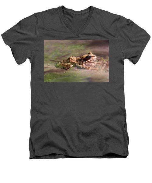 Cute Litte Creek Frog Men's V-Neck T-Shirt