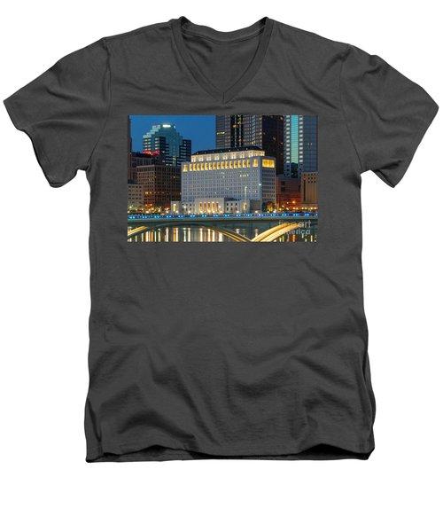 D2l496 Columbus Ohio Night Skyline  Men's V-Neck T-Shirt