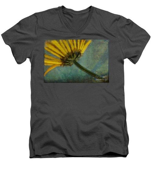Daisy Reach Men's V-Neck T-Shirt
