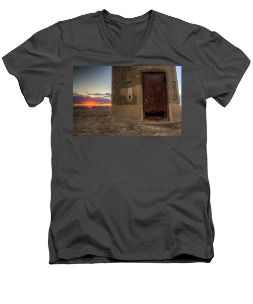 Delaware Lookout Tower Men's V-Neck T-Shirt