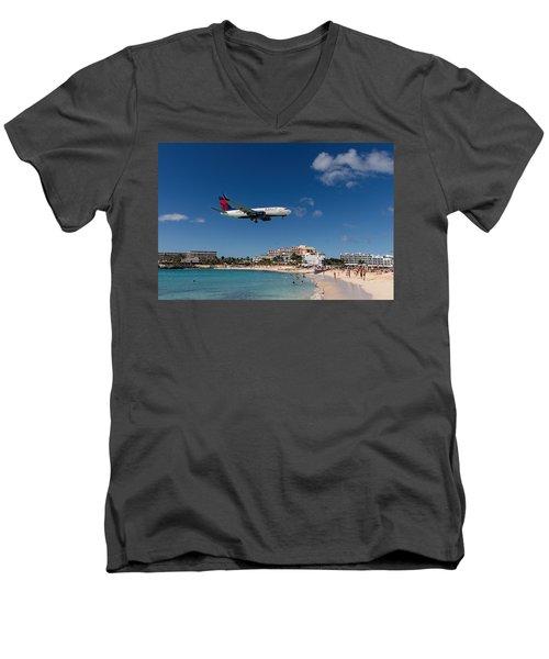 Delta 737 St. Maarten Landing Men's V-Neck T-Shirt